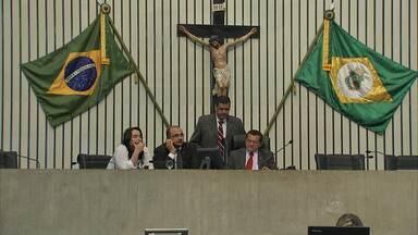 Cid Gomes anuncia primeiras mudanças no secretariado - Deixam os cargos no Governo Camilo Santana, secretário de cidades; Gony Arruda, do Esporte; Mauro Filho, da Fazenda; e Francisco Pinheiro, da Cultura.