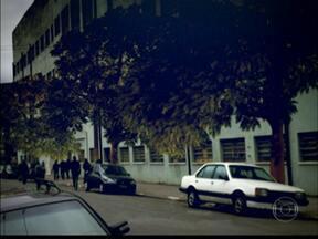 Brás recebe as primeiras árvores do projeto Verdejando - O bairro é um dos mais áridos da cidade. As equipes de plantio incluem um pedreiro. A Martim Burchard, uma das ruas mais cinzentas do Brás, ganhou 12 árvores.