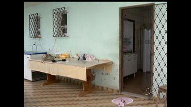 Família é feita refém em Coqueiral de Itaparica, ES - Uma família de Coqueiral de Itaparica, Vila Velha, viveu momentos de terror nas mãos de assaltantes. Os bandidos amarraram e amordaçaram inclusive duas crianças.