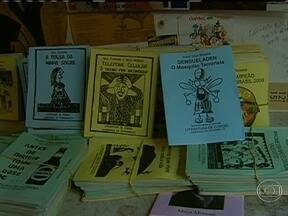 História de cordel em Pernambuco vai parar na justiça - O artesão Davi foi chamado à Procuradoria Regional no Recife. A Advocacia Geral da União considerou que o cordel tinha informações ofensivas à imagem do INSS.