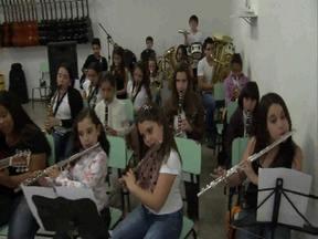 Dó Ré Mi Fá - No tempo livre, a criançada de Manduri se dedica á música