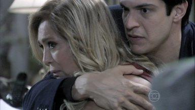 Pilar afirma que não perdoaria outra traição de César - Félix incentiva a mãe a investigar a rotina de César. O vilão garante a Edith que vai se vingar do pai