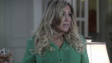 Pilar conta para a família que César tem uma amante - Todos se assustam ao saber que se trata de Aline