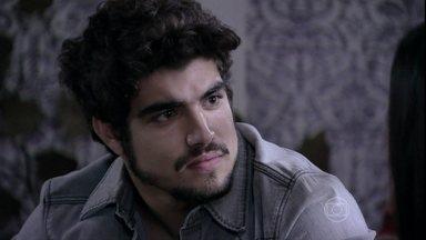 Michel exige que Silvia se consulte com Glauce - Ela fica emocionada com a preocupação dele