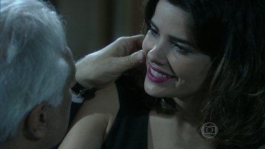 Aline convence César a ficar com ela - Ela alega que um filho será a oportunidade para o médico criar um sucessor da forma como deseja