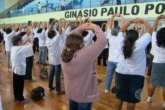 Ginástica terapêutica 'Lian Gong' movimenta centenas de pessoas em Suzano - Esse é o terceiro encontro regional do Alto Tietê.
