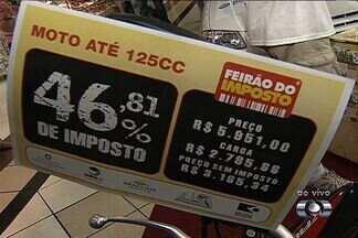 'Feirão do Imposto' oferece produtos sem carga tributária, em Goiânia - O objetivo é conscientizar a população sobre a alta carga de impostos que os consumidores pagam no país.