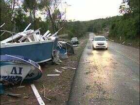 Temporal com granizo atinge cidades do sudoeste - Em Enéas Marques e Salto do Lontra mais de 600 casas foram atingidas.