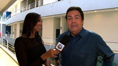 Niara Meireles confere os bastidores do Domingão do Faustão. - Fausto Silva e cia falam sobre o programa.