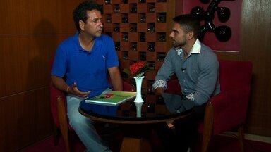 Daniel Viana conversa com Marcos Palmeira (Se Liga n.171 - bloco 02) - Ator abre o coração e escuta o que os fãs acham dele.
