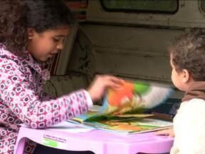 Moradora ajuda a melhorar condições do bairro onde mora - Tia Eva construiu duas praças e ainda cuida de uma biblioteca móvel, na comunidade São Remo, na Zona Oeste.