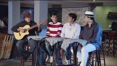 Grupo de pagode 'Feitiço' completa 20 anos de carreira com lançamento de novo CD - Grupo fez muito sucesso no Brasil todo na década de 1990. Depois de oito anos sem lançar um novo álbum, o 'Feitiço' está voltando para a estrada. O lançamento acontece neste sábado (21) em Guarujá.