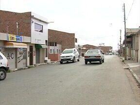 Acidentes constantes preocupam moradores em rua de Caruaru - Rua Coronel Francisco Rodrigues Porto é importante acesso para outros pontos da cidade.