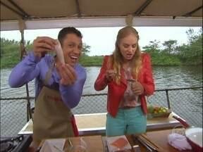 MC Leozinho mostra habilidade culinária e cozinha para Angélica! - Cantor prepara Lula recheada com camarão. Anote!