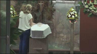 Jornal da EPTV mostra velório de jovem morto em festa da Unicamp - A Polícia Civil investiga quem teria matado o jovem a facada em uma festa na Unicamp na madrugada deste sábado (21). O velório da vítima ocorre na noite deste sábado em Piracicaba (SP).