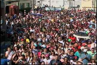 Marcha para Jesus conta com centenas de pessoas em Mogi das Cruzes - Neste sábado (21) muitas pessoas participaram da Marcha para Jesus do Centro de Mogi até o bairro do Mogilar. O evento conta com artistas gospel que se apresentam no palco municipal integrado ''Deputado Mauricio Nagib Najar''.