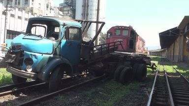 Caminhões se envolvem em dois acidentes no Porto - Acidentes ocorreram na manhã deste sábado (21)