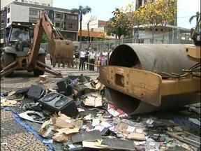 Mais de 30 aparelhos de som foram destruídos em Francisco Beltrão - Os equipamentos foram apreendidos nos últimos meses.
