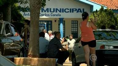 Vítimas de acidente de avião são enterradas em MG - Aeronave caiu em Caldas Novas, Goiás