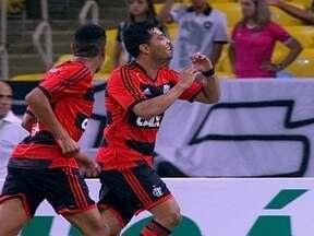 Gol do Flamengo! Paulinho cruza e André Santos desvia para marcar aos 12 do 1º tempo - Gol do Flamengo! Paulinho cruza e André Santos desvia para marcar aos 12 do 1º tempo