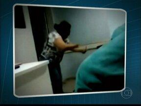 Secretaria de Saúde apura conduta de médica acusada de agredir paciente em SP - A médica Miriam Gameiro de Carvalho está afastada da pediatria do Hospital Geral de Vila Penteado, na Zona Norte. Ela foi acusada de agredir a família de uma paciente. O pai filmou a médica completamente descontrolada.