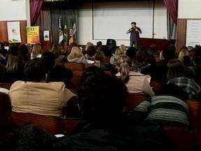 Seminário reúne mais de 300 professores do ensino estadual em Pelotas, RS - Educadores discutiram a qualidade do Ensino Médico Politécnico.