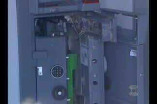 Quatro homens explodem caixa eletrônico na cidade de São João do Cariri, na Paraíba - Com a explosão, três cidades ficaram impossibilitadas de fazer movimentação bancária.