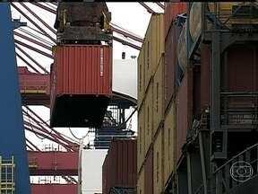 Balança comercial tem o segundo melhor resultado do ano - O mês de setembro registrou superávit de mais de US$ 2 bilhões, alavancado pela exportação de soja e a valorização do dólar. Mas no acumulado, o saldo está negativo em US$ 1,6 bilhão.