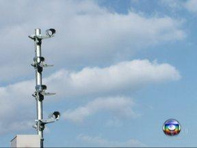 Radares falsos não impedem que motoristas dirijam em alta velocidade na Fernão Dias - Em 2013, 42 pessoas morreram em acidentes só no trecho paulista da rodovia. A imprudência dos motoristas está ligada também à falta de fiscalização eletrônica.