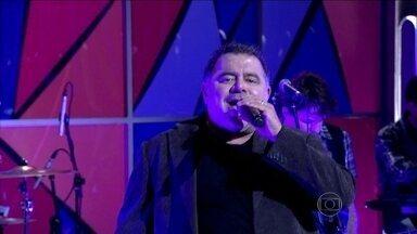 Leo Jaime canta 'Eu te Darei o Céu' - Cantor apresenta sucesso de Roberto Carlos