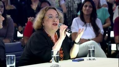 Regina Navarro fala da época em que freiras evitavam banho para não ficarem nuas - Na bancada dos jurados, psicanalista analisa a nudez através dos tempos