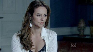 Paloma diz pra César que vai considerar o acordo - Ele fica feliz com a disposição da filha