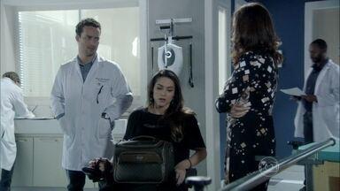 Leila vai ao hospital fazer fisioterapia - Ela encontra a mãe e Linda na clínica, sendo tratada pelo irmão. Daniel propõe uma reunião de família para contar uma novidade