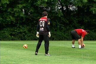 São Paulo encara Cruzeiro sem Ceni e Luis Fabiano - Os dois jogadores mais experientes do time não participarão do jogo pois o goleiro foi suspenso e o atacante se lesionou.