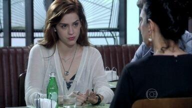 Lídia conta toda a história de Natasha - Leila implica com o novo romance de Thales e promete encontrar ajuda espiritual para o namorado. Natasha questiona o motivo que levou Lídia a abandoná-la