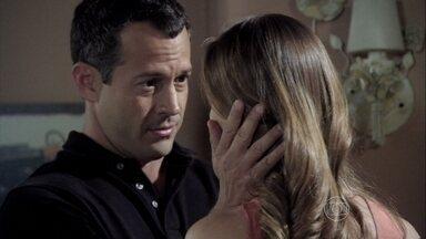 Bruno promete apoiar Paloma - A pediatra conta que discutiu com Félix e Pilar