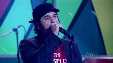 Eriberto Leão fala sobre musical e canta no palco do Encontro - Ator se apresenta ao som de 'Light My Fire', do The Doors