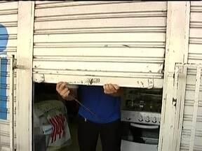 Após rebelião, parte do comércio de São Luis não abre - Segundo a polícia, grupos rivais se enfrentaram nesta quarta-feira (9) e nove presos morreram. Depois deste confronto, sete ônibus foram queimados na cidade.