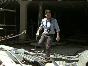 Polícia do Rio investiga queda de marquise de loja no Rio - Com o desabamento, um homem de 25 anos acabou morrendo. Outras sete pessoas ficaram feridas.