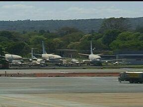 Leilão das sucatas de três aviões da Transbrasil acontece nesta sexta (11) - As três aeronaves, que pertencem a massa falida da Transbrasil, estão paradas há anos no pátio do Aeroporto Internacional de Brasília.