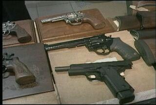 Colecionador de armas é preso na região do Vale do Taquari, RS - Polícia investiga se ele usava o armamento de forma irregular.