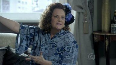 Márcia discute com a mãe de Ignácio - Ela sugere que o filho faça um acordo com Carlito