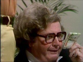 Reveja Jô Soares como cobrador em Viva o Gordo - Episódio foi exibido em 1982