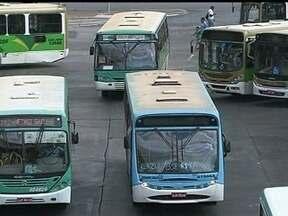 GDF assumirá dívidas trabalhistas de empresas de ônibus que estão saindo do sistema - O GDF vai assumir as dívidas trabalhistas das empresas de ônibus que estão saindo do sistema de transporte. O gasto faz parte de um acordo entre o Ministério Público do Trabalho e as empresas para garantir as indenizações dos trabalhadores.