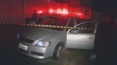 Comerciante morre, após ser baleado durante assalto na Vila Proost Souza, em Campinas - A vítima permanecia dentro do carro conversando com uma mulher quando foi abordado por bandidos. Segundo a testemunha, ele não reagiu mas foi atingido pelos disparos feitos pelos assaltantes.