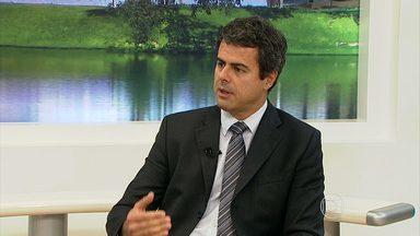 Congresso discute avanço das técnicas para diagnosticar e tratar o câncer de mama - Veja entrevista com o mastologista João Henrique Penna Reis.