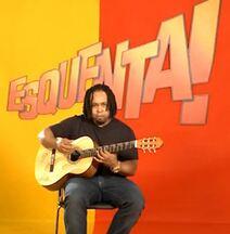 Beto Lima do Revelação ensina solo de introdução de 'Fala Baixinho' - Violonista do grupo mostra maneira interessante de tocar hit