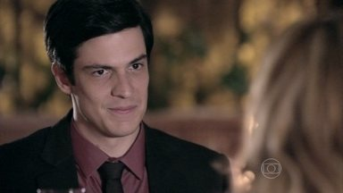 Félix explica seu plano para Glauce - O vilão pretende usar o conflito de Pérsio e Rebeca para conseguir a presidência do hospital