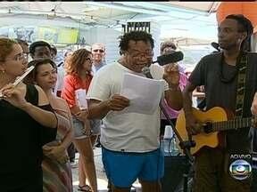 Quiosque da Globo reúne três projetos de literaura em Copacabana - É a Flizo (Feira Literária da Zona Oeste), Flip - de Paraty e a Flup - Feira Literária das UPPs. Todo mundo pode aproveita a oportunidade com muitas atividades e música.