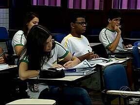Alunos de Uberlândia estão ansiosos com a proximidade do Enem - Falta uma semana para o Exame Nacional do Ensino Médio (Enem) e mais de sete milhões de estudantes se inscreveram.